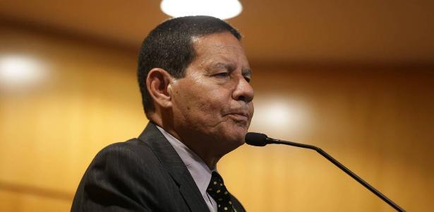 Vice de Bolsonaro | Após polêmica, Mourão diz que fala sobre mãe e avó é 'constatação' https://t.co/Okb7tIRYc3 #UOLnasUrnas