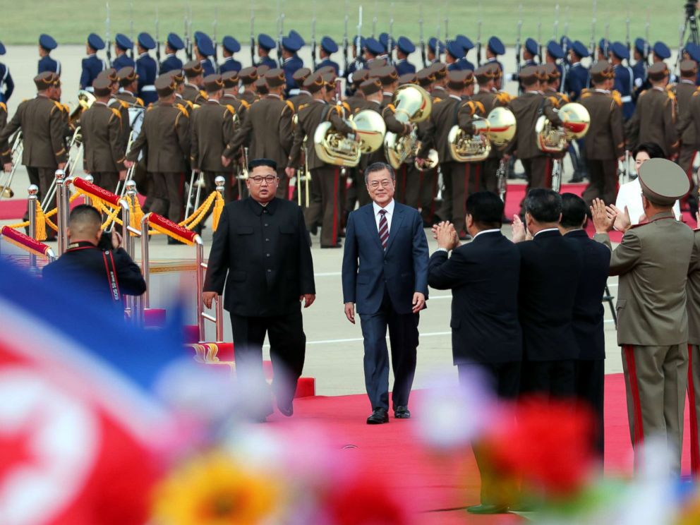 PHOTOS: North Korean leader Kim Jong Un greeted South Korean President Moon Jae-in with a lavish welcome ceremony Tuesday at Sunan International Airport in Pyongyang, North Korea, as the two leaders kicked off their third summit this year. https://t.co/PL6ffa1TQy