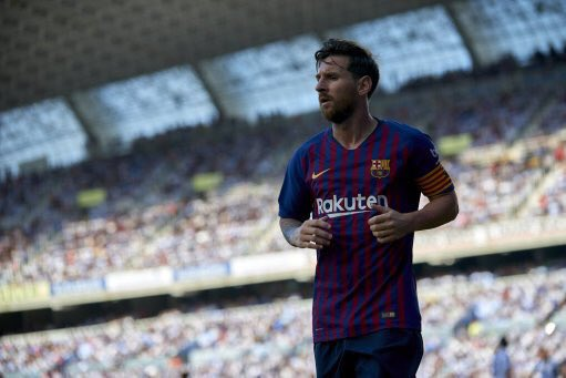 🤞 The 3 certainties in life: 🏥 Death 💰 Taxes 🎯 Lionel Messi scoring from free-kicks. 🐐 GOAT. Foto