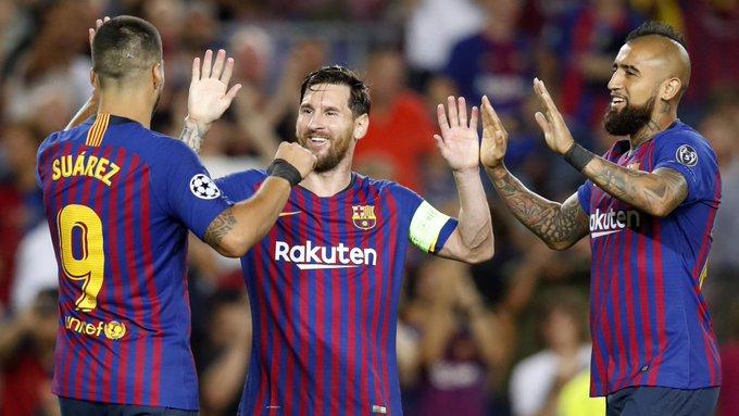 🇪🇺 Grupo B 🇪🇸 Barcelona 4-0 PSV 🇳🇱: Show de Messi, com direito a hat-trick. Ele abriu o placar com bela cobrança de falta, no 1° tempo. Dembélé ampliou no 2°, e o argentino fez mais dois - o último pouco depois de Umtiti ser expulso. PSV raramente incomodou 📸 @FCBarcelona Foto