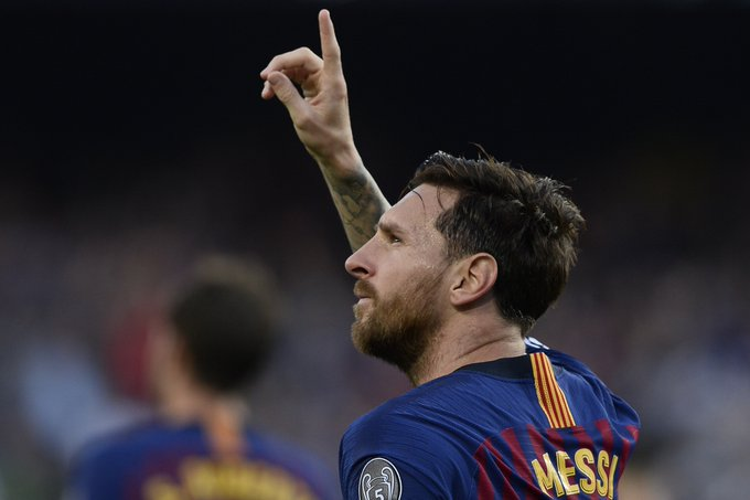 Lionel Messi is the first player in Champions League history to score eight hat-tricks in the competition. Going where no GOAT has gone before. 🐐 Foto