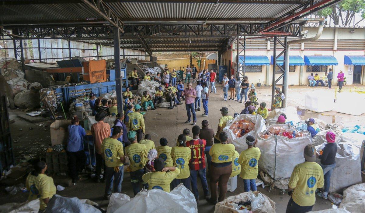 Visita à Cooperativa dos Catadores de Recicláveis de Araraquara. Meus compromissos como deputado federal são apoiar lei federal que garanta a aposentadoria especial para catadores e catadoras, além de barrar a aprovação de projetos de incineração de recicláveis. #Padilha1354