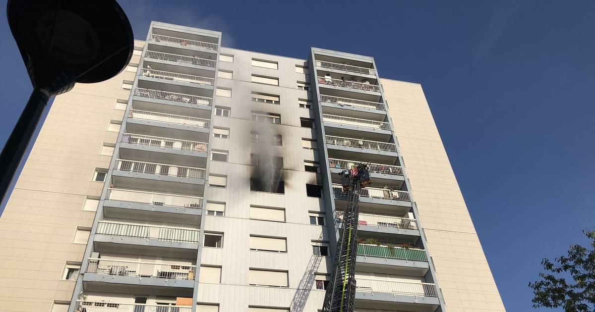 VIDÉO. Incendie au Blosne: une femme décède dans l'appartement en flammes https://t.co/reYJVWjR2U