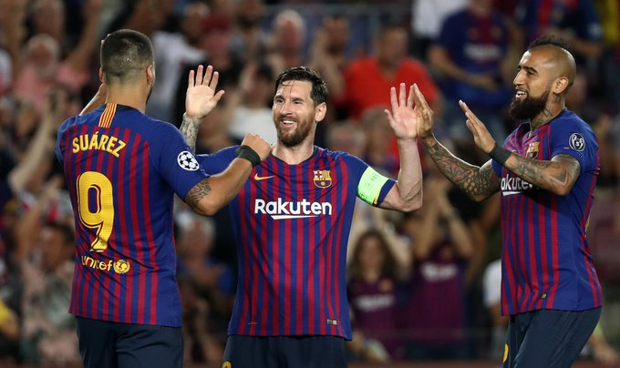 Lionel Messi pictures the Champions League ending with him hoisting the trophy and it began with him scoring a hat-trick on Tuesday as Barcelona put four goals past PSV Eindhoven. Foto