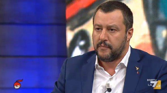 """#Salvini su #economia: """"Sono stufo di stare dietro a parametri imposti da altri, lo spread me lo curo io. Mangio pane e spread e lo tengo basso! Non avrò la stima di Draghi ma ho quella di milioni di italiani"""" @matteosalvinimi #dimartedì  - Ukustom"""