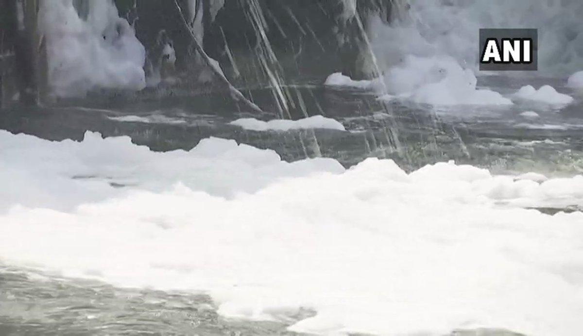 Bengaluru: Bellandur lake continues to spill toxic foam. #Karnataka