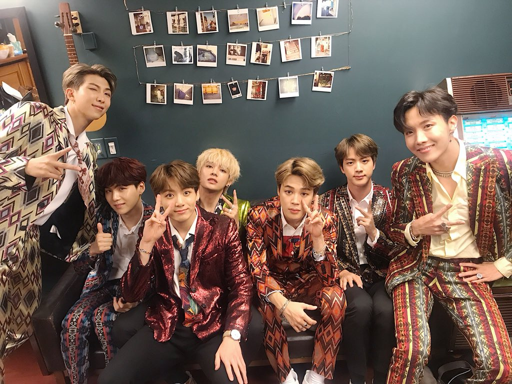 [#오늘의방탄] #BTS with @jimmyfallon  at @FallonTonight �� #BTSonFallon https://t.co/JuqkH6AwtB