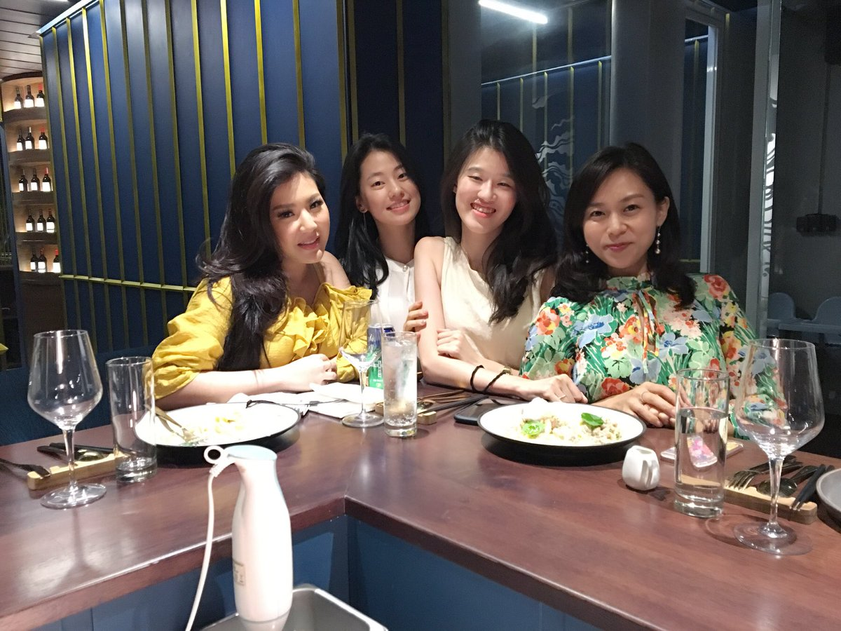 Semalem dinner meeting with the ladies from Charis Korea 🇰🇷 We discussed how to make your favorite Korean products available in Indonesia! https://t.co/4m8gXOGi0j