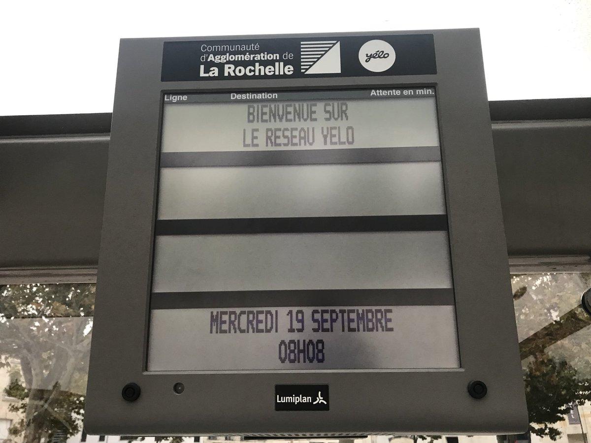 Aucun #bus à l'horizon... le dépôt Yélo de #LaRochelle est bloqué depuis ce matin par les chauffeurs en soutien à l'un d'entre-eux (qui passe en conseil de discipline)