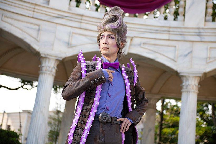 【あなたもヴィランズの仲間になりませんか?】 #ディズニーヴィランズ の力で魅力的な人間の姿に変えられた #手下 たち。 テンション低めなアースラの手下と、美しいマジックを披露するジャファーの手下。 https://t.co/ANzry0X9dl   #ヴィランズハロウィーンパーティー