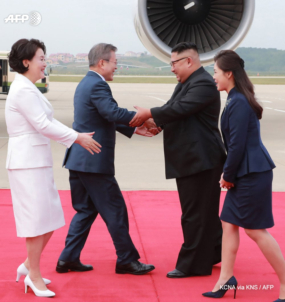 North Korean leader Kim Jong Un will make a historic visit to Seoul 'in the near future', he says after a summit with the South's Moon Jae-in in Pyongyanhttps://t.co/Hb02jVGxEFg