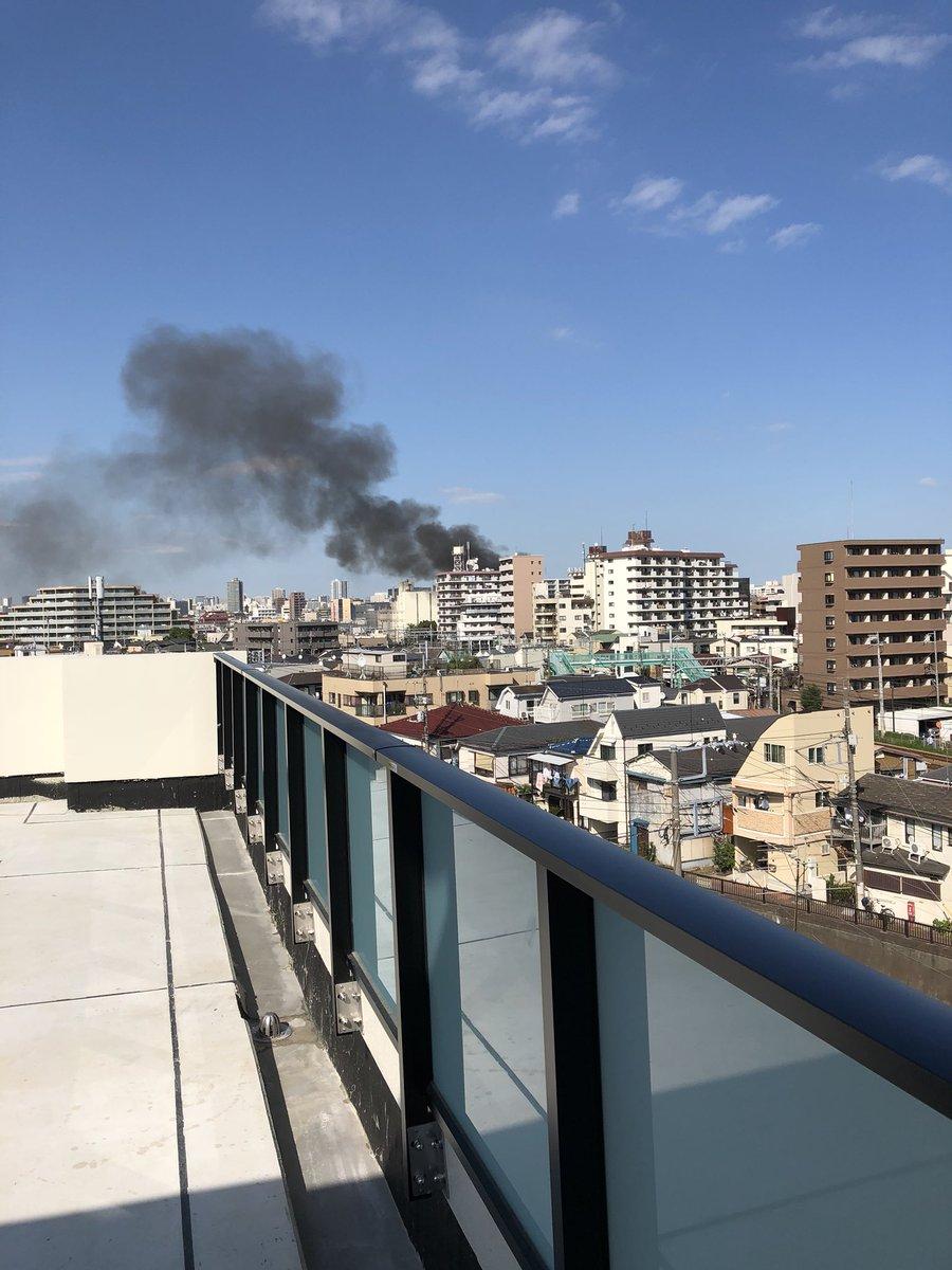 大田区蒲田で大量の黒煙上げる火事の現場の画像