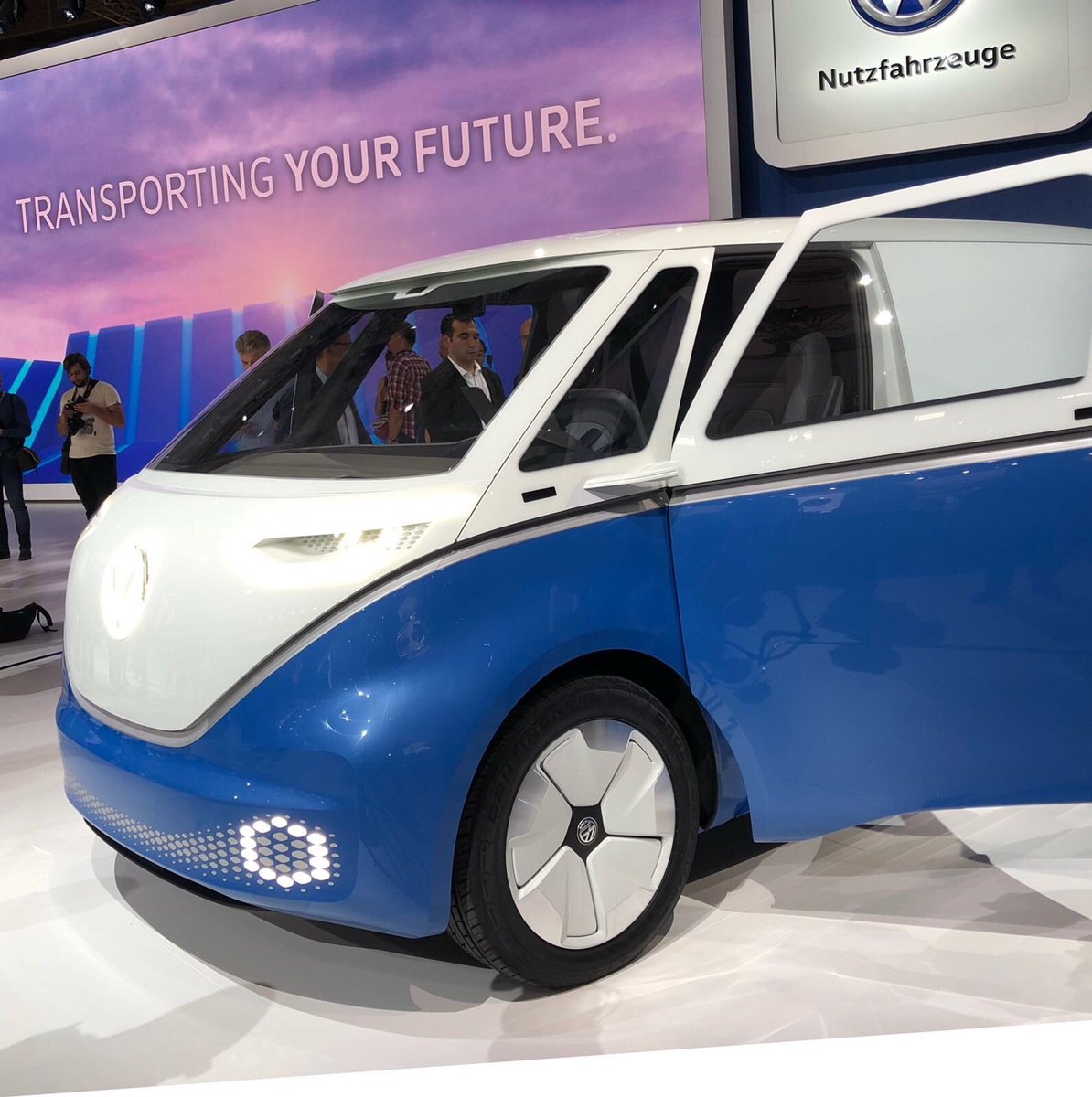 2017 - [Volkswagen] Electric VW Microbus concept - Page 2 Dnc-irEX0AA_oLW