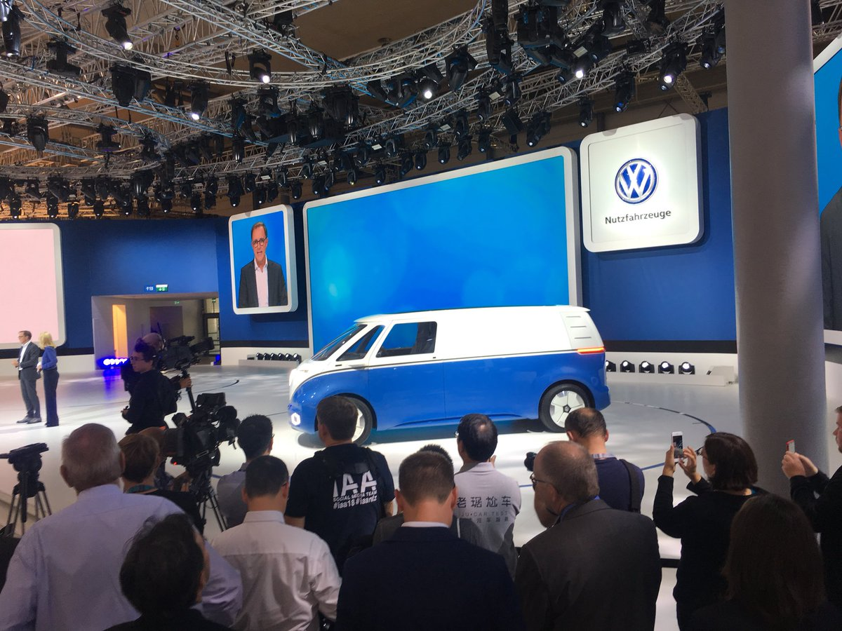 2017 - [Volkswagen] Electric VW Microbus concept - Page 2 Dnc6xRvW0AEkunF