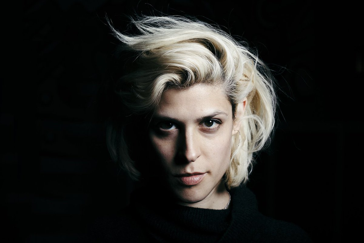 'My Own Devices' by @dessadarling is a beautiful collection of essays about heartache, complicated love, and using science to get over your ex https://t.co/1Oq4vV1HRL