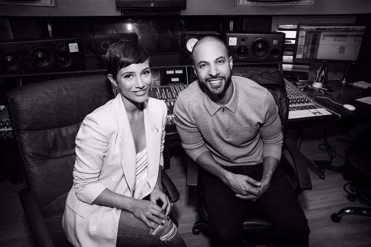 .@FrankieBridge and I are back with the #FeelSuper campaign in aid of @mariecurieuk!! Get involved, buy donating @PGUK products from @superdrug & trigger a donation. 1 product = 1 donation AND check out the #FeelSuper song 1 view = 1 donation #ad https://t.co/J1L0QVBXrH https://t.co/wBPSLf6hjj