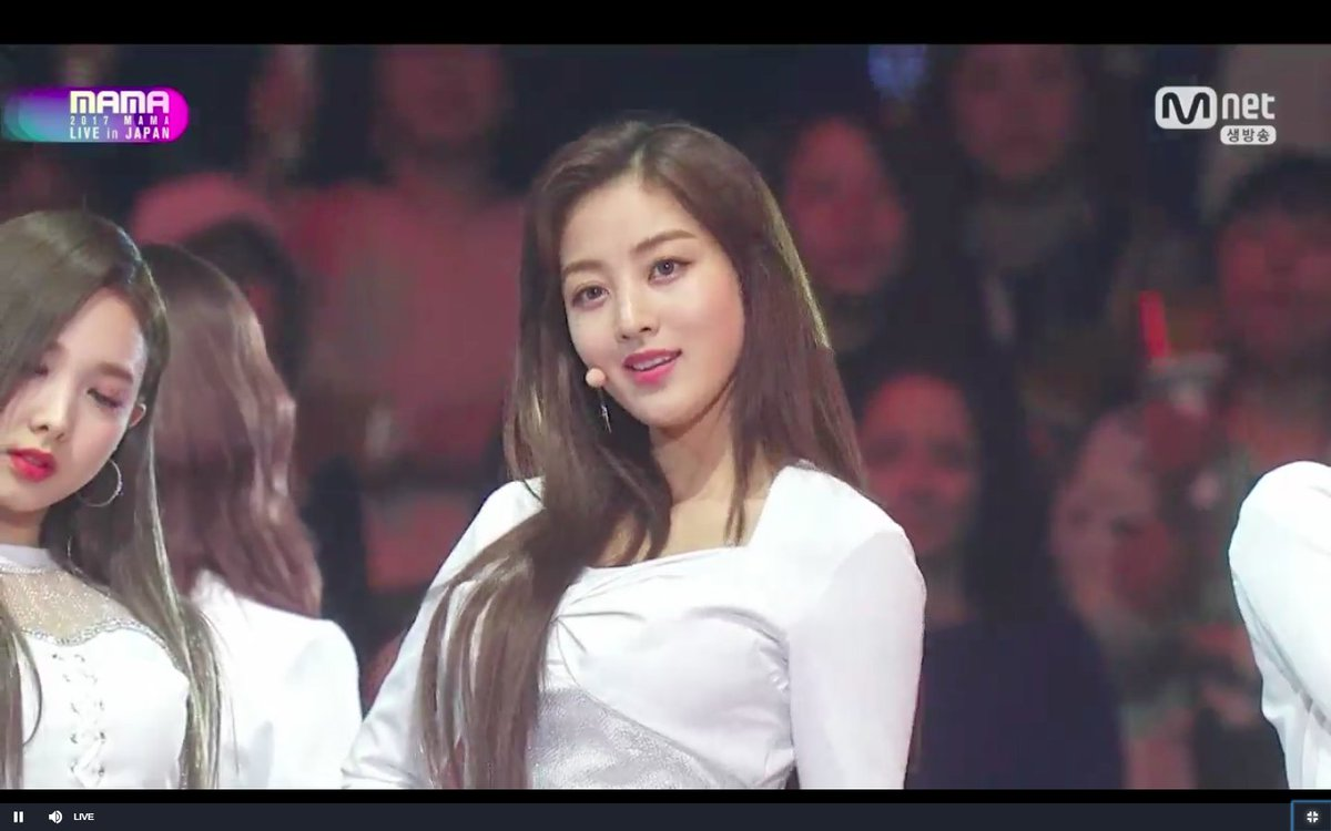 "ha on Twitter: ""Jihyo at 2017 MAMA.. She looked so beautiful and powerful..  I can't wait to see jihyo at 2018 MAMA and awards #TWICE #JIHYO #지효 #ジヒョ  #MAMA… https://t.co/wG9aj1zrHD"""