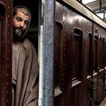 Des #moines installent leur couvent dans un vieux train. Dans La Scampia, un quartier populaire de la banlieue de Naples, une communauté de moines #franciscains vit depuis 1976 avec tout ce que l'homme jette… et même un train de la Ferrovia dello Stato! https://t.co/aLwuUqQUtc