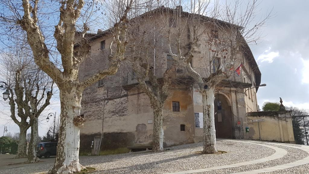 """Fine settimana ricco di iniziative al Castello di #Foglizzo con """"Andar per Castelli"""" e le #Giornate #Europee del #Patrimonio https://goo.gl/zLir3G.  Sempre nel #weekend è visitabile anche il vicino #Museo dalla Saggina alla Scopa #ReteMusealeAMI https://t.co/qzfptfHLeL  - Ukustom"""