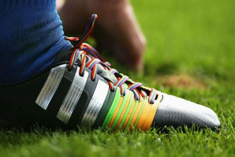 Premiere League, tifoso arrestato per insulti omofobi  https:// www.gay.it/sport/news/premiere-league-omofobia-arresti #CalciatoriGay #Calcio #Omofobia #PremiereLeague  - Ukustom