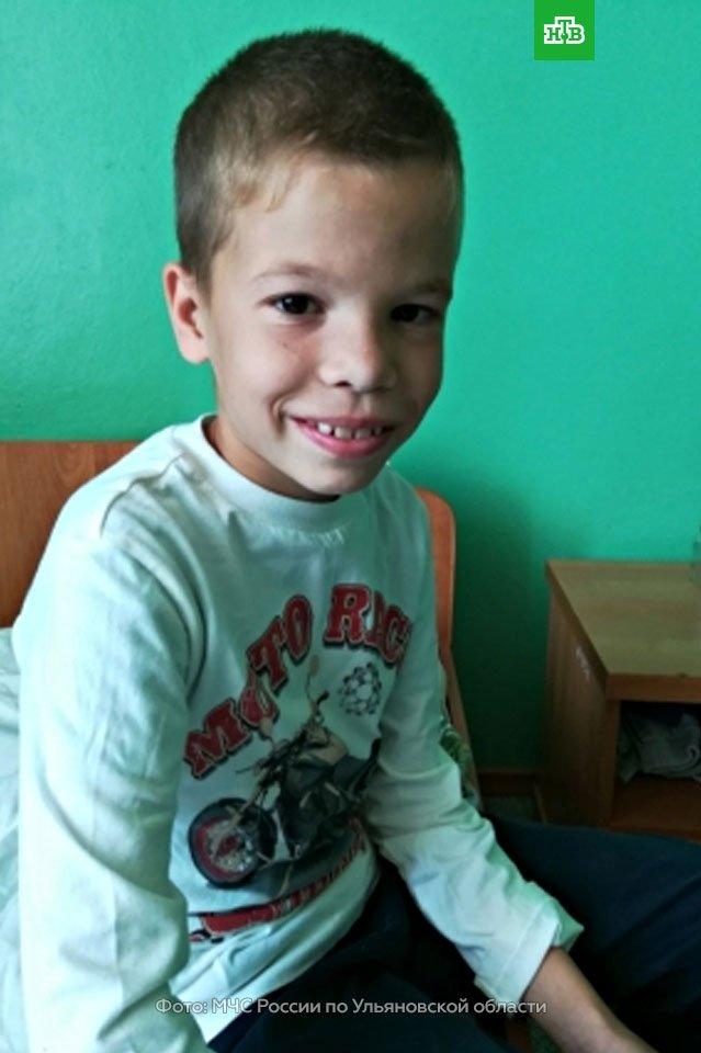 Это 9-летний Паша Иванов из Ульяновской области. И Паша – большой молодец. Он спас из горящего дома трех человек – сначала двух племянниц, годовалую Алису и двухгодовалую Виолетту, а потом и свою мать