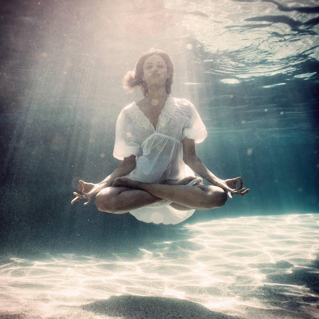 test Twitter Media - Only a woman can breathe under the water of life — defying gravity and staying zen while doing it... Okkkkk?! 💁🏽♀ I'm so proud to be a woman. Shine y'all shine!!! ✨✨✨  (if anyone knows who this photographer is, tag them!) https://t.co/4dU53rHavY