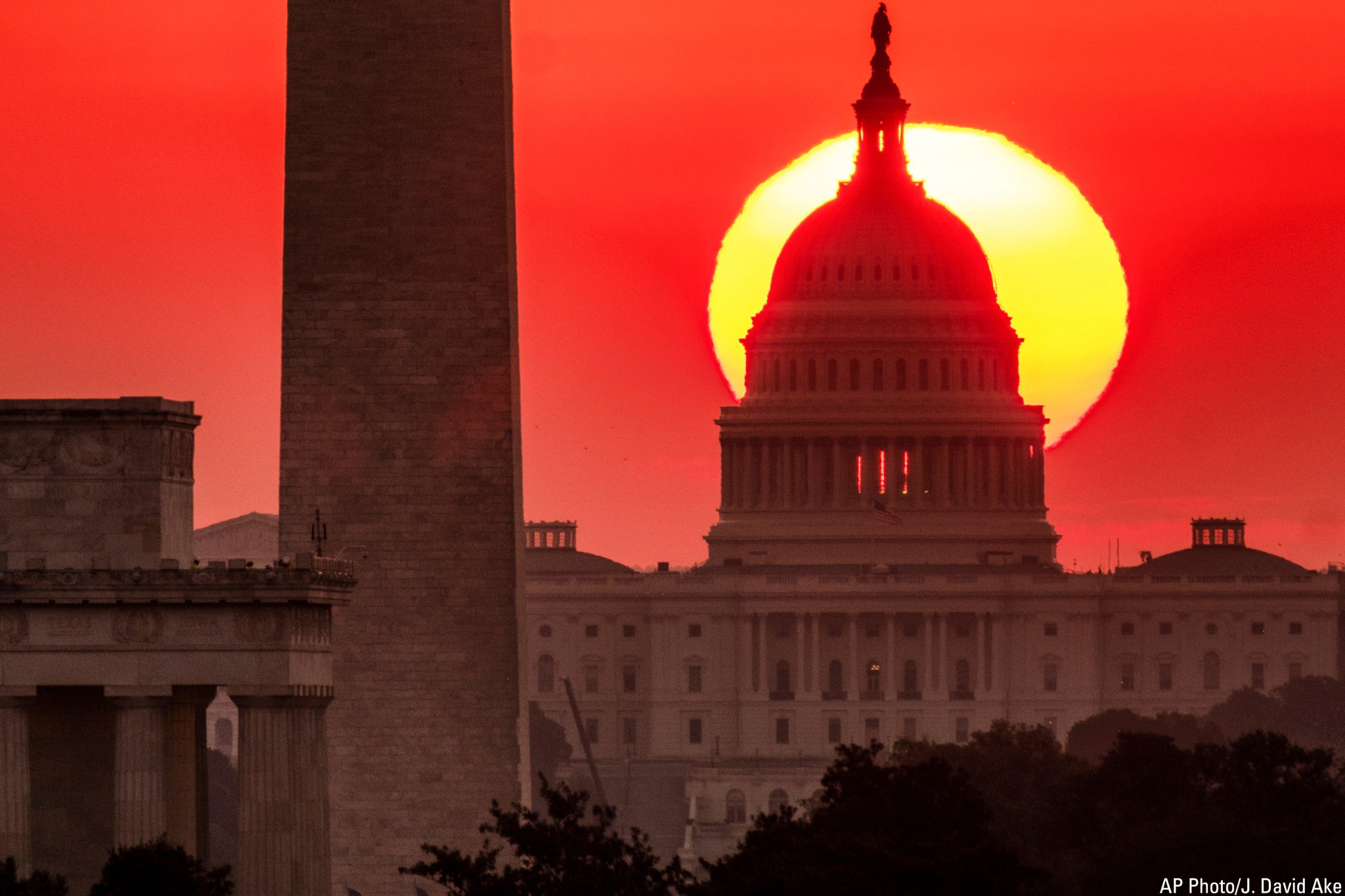 Photo of the Day: The sun rises behind the U.S. Capitol in Washington at dawn. https://t.co/pn96BY8o7Q