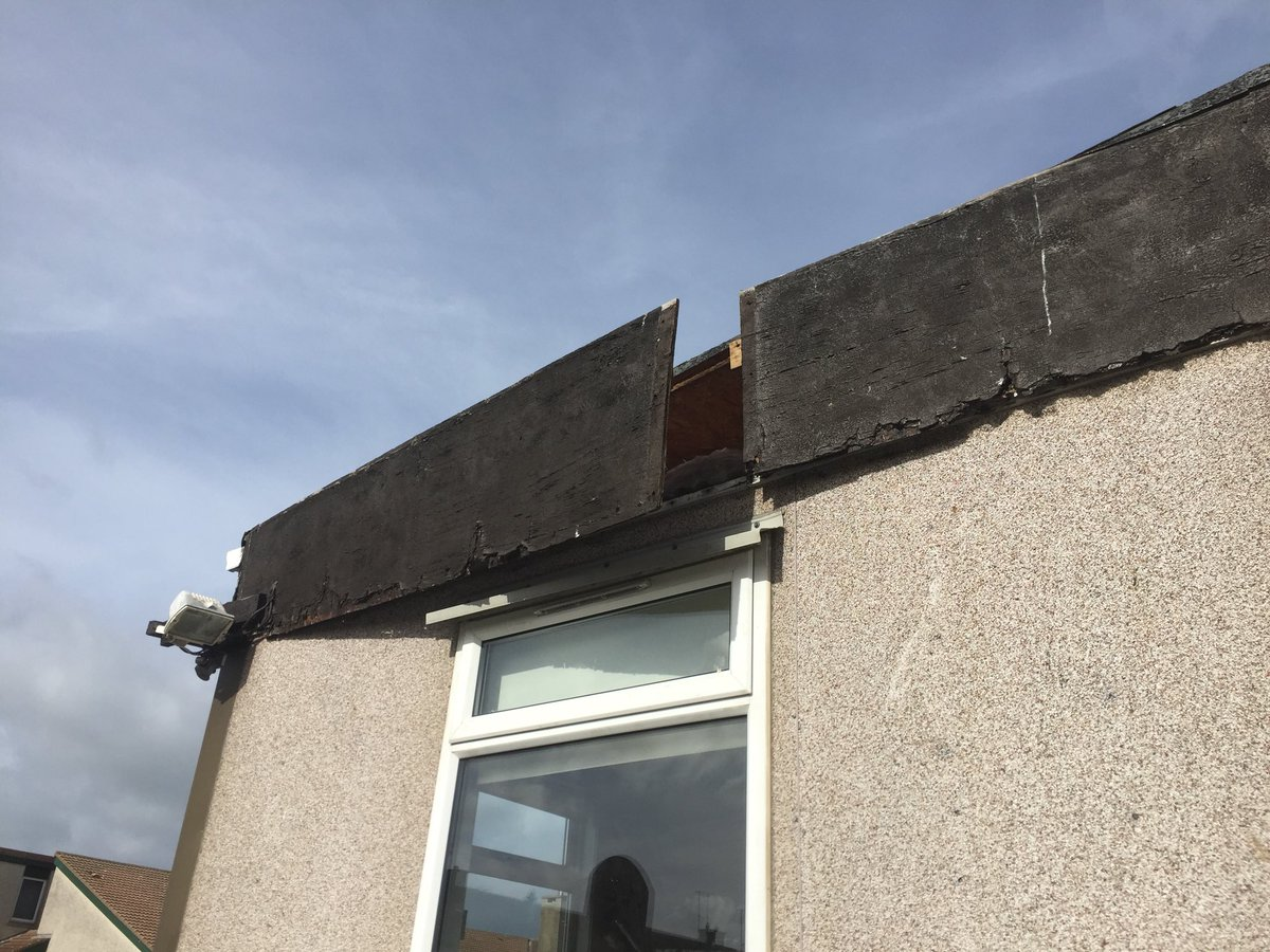 St Molagas National School Balbriggan have cancelled yard break today due to parts of the roof being blown off the prefabricated classrooms.