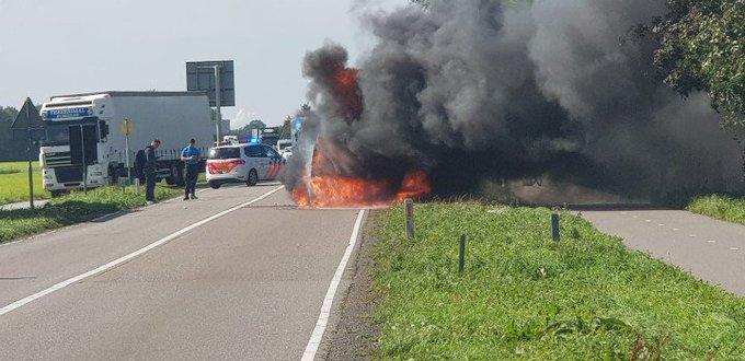 DenHoorn De Woudseweg is tijdelijk afgesloten voor al het verkeer vanwege een autobrand. We zijn tp. https://t.co/pNLaVWkp8m