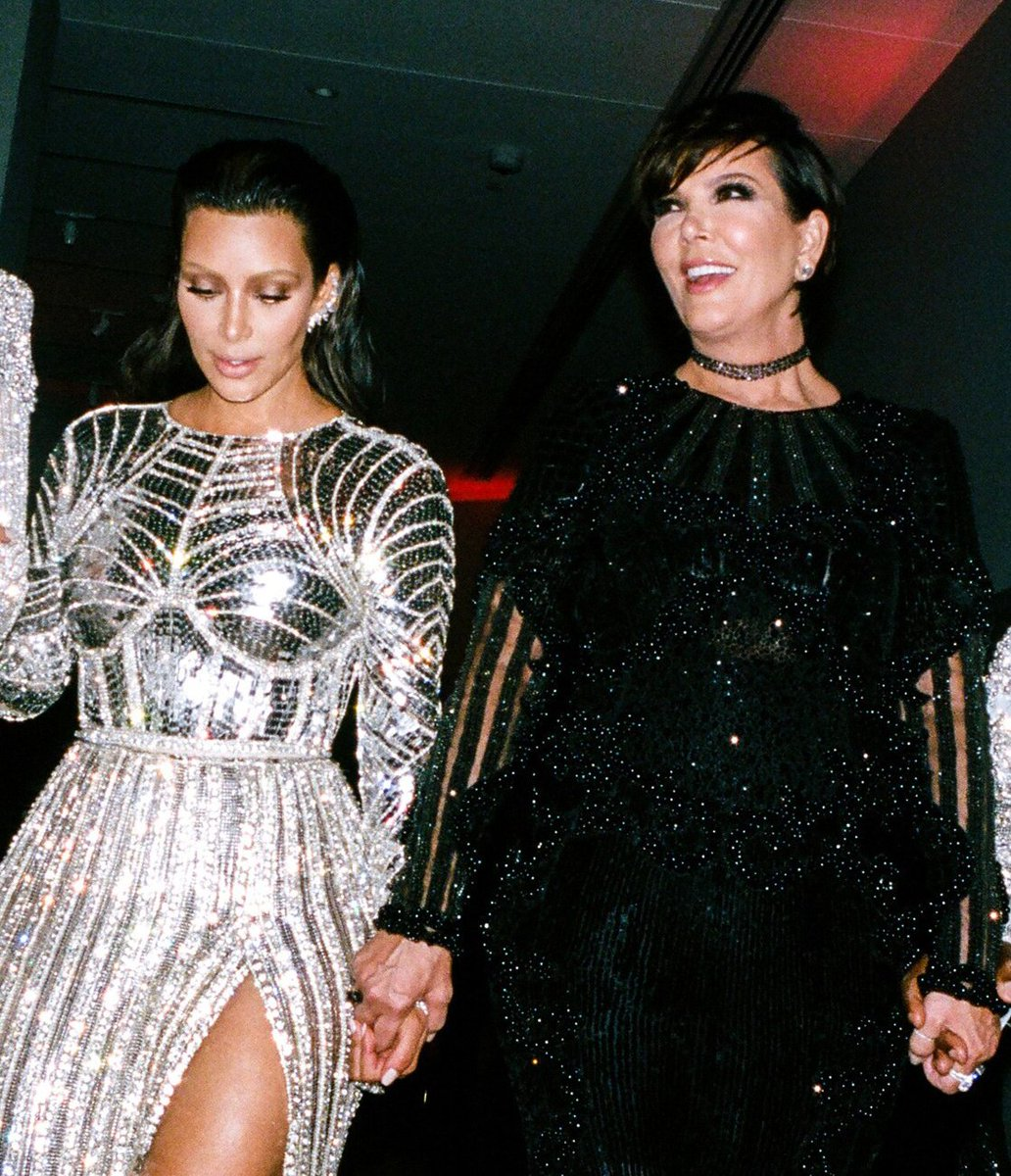 Dont forget to register for our second annual #ForcesofFashion conference, featuring discussions with Kris Jenner, Gigi Hadid, Annie Leibovitz, and more! vogue.cm/luA5ZDU