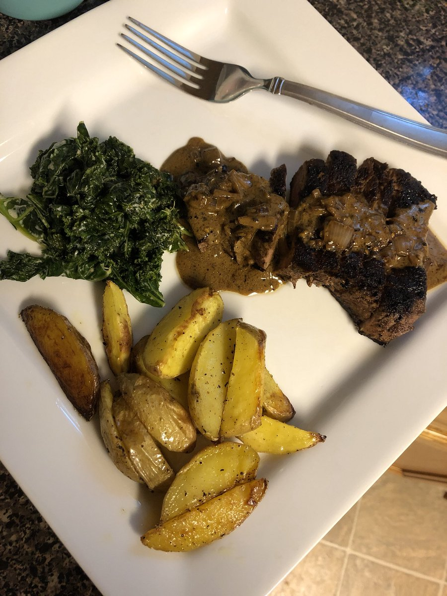 Last night I cooked peppercorncrusted steak cream kale and roasted wedge potatoes yassss I cook 👩🍳 https://t.co/NJmM1UVGCz