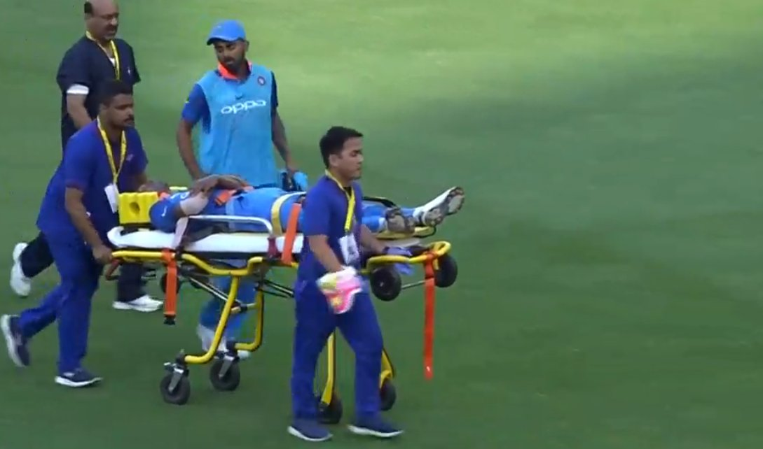 Asia Cup 2018: Hardik Pandya Walks Off the Field after Sustaining a Hip Injury