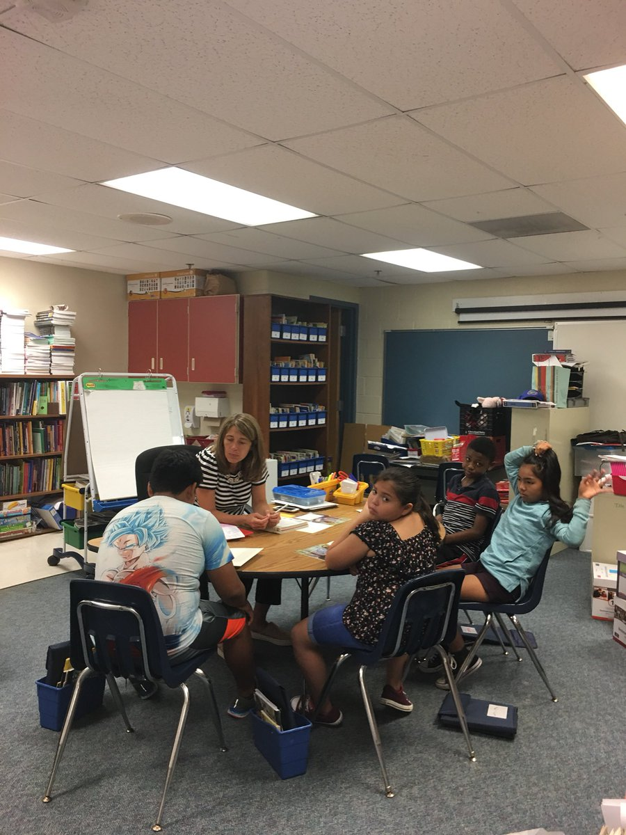 <a target='_blank' href='http://twitter.com/judy_ab'>@judy_ab</a> leading our Grade 5 reading group today! <a target='_blank' href='https://t.co/fpIPJA1GAE'>https://t.co/fpIPJA1GAE</a>