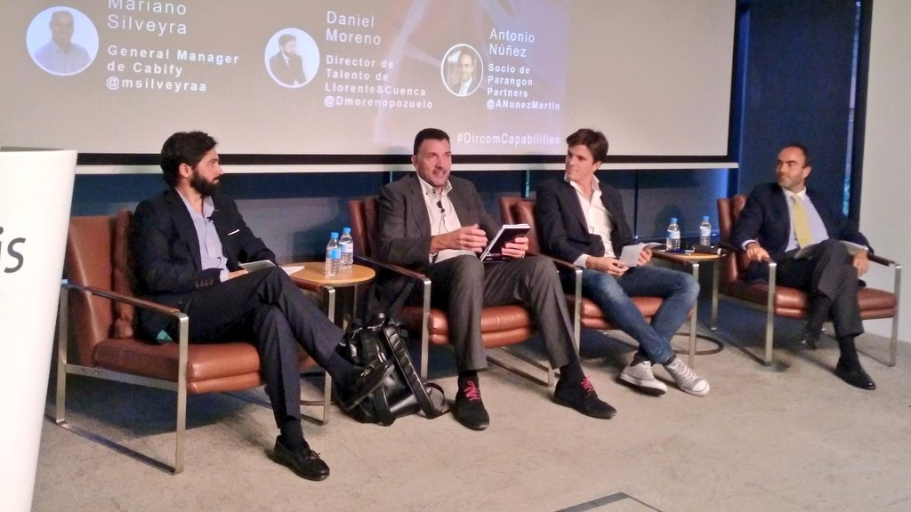 """Comienza la mesa redonda: """"¿Somos los que realmente pide el mercado?"""", en la jornada #DircomCapabilities con @Dmorenopozuelo, @ANunezMartin, Alberto González, gerente de Marketing de @cabify_espana y @JM_VelascoG. https://t.co/pGN0xTx6no"""