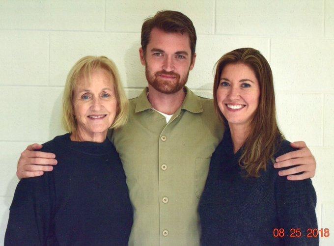 Ross Ulbricht junto a su madre y su hermana- Fuente: Twitter