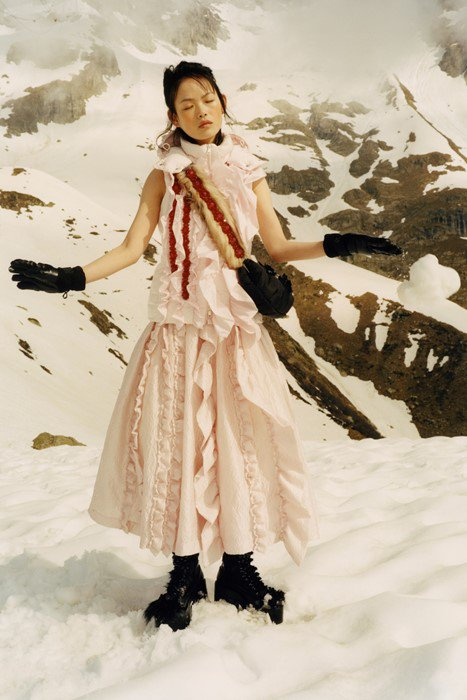 Simone Rocha's collaboration with @Moncler is here: https://t.co/X4FO1s9S2L https://t.co/n7ogwypkkx