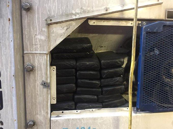 Douane vindt 62 kilo cocaïne tussen bananen en coquilles https://t.co/cHdOJH653P https://t.co/zgJgt0dIct