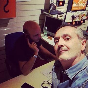 Noi siamo ancora al chiodo eh! #maritoemarito #gayhusbands #gayatwork #gay #ecostore #ink #cartucce #toner #stampanti https://ift.tt/2OCSpWf  - Ukustom
