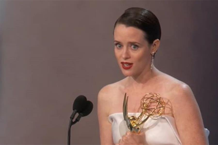 Claire Foy en los Emmy: la reina casi se queda afuera de la fiesta de los ganadores - canozzo.com/?p=121272