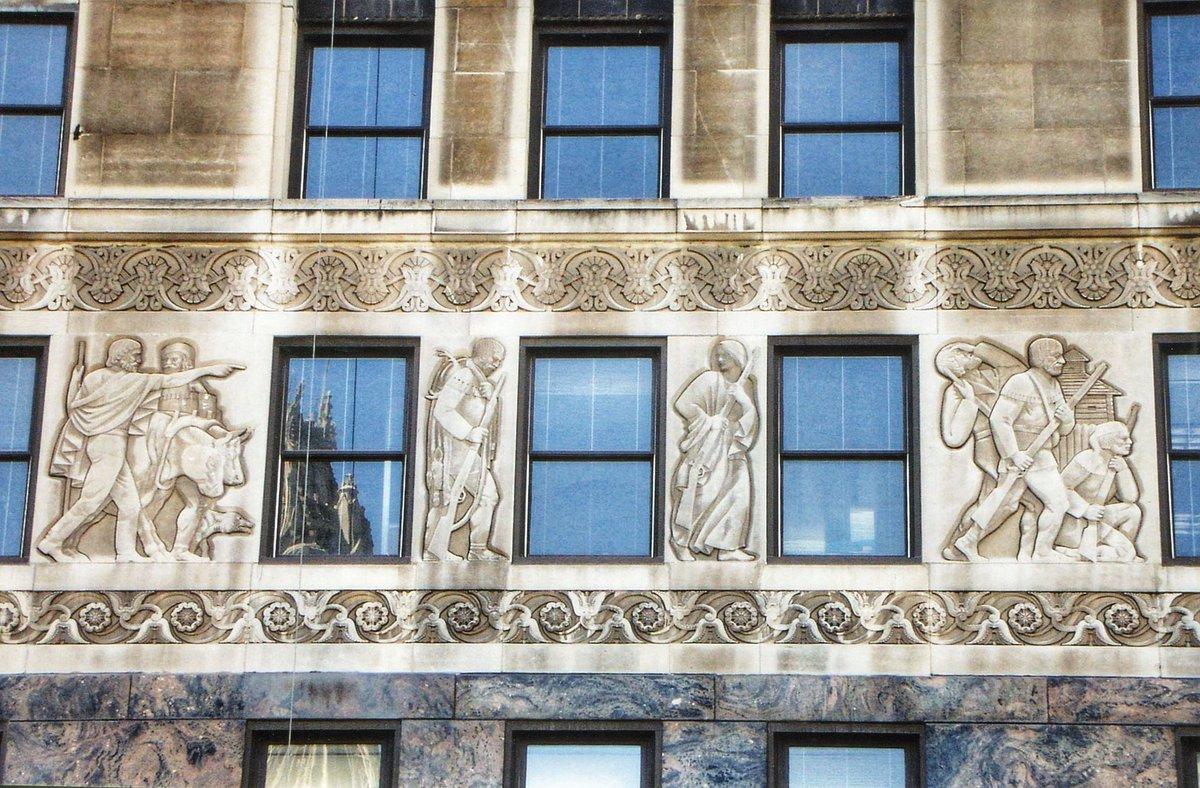 An architectural detail from 333 North Michigan Avenue. Photo via Onasill ~ Bill Badzo on Flickr. #artdesignchicago #architecture #detail #relief #chicago #chicagoarchitecture