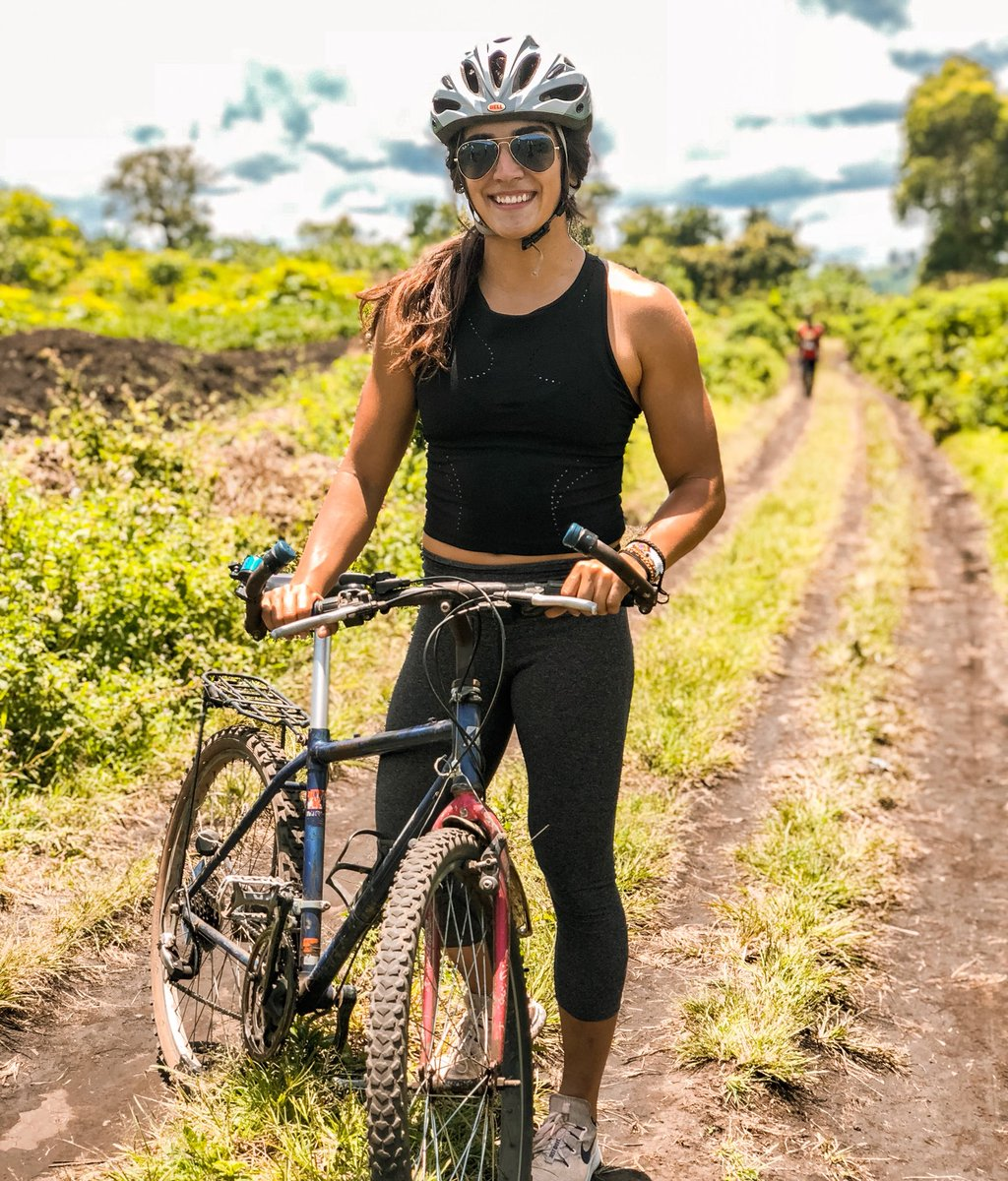 One of my favorite activities to do when I travel ➡️ biking 🚴🏽♀️ So easy to see a whole lot and of course to get some good fitness in. 🤞 Uganda is so beautiful!