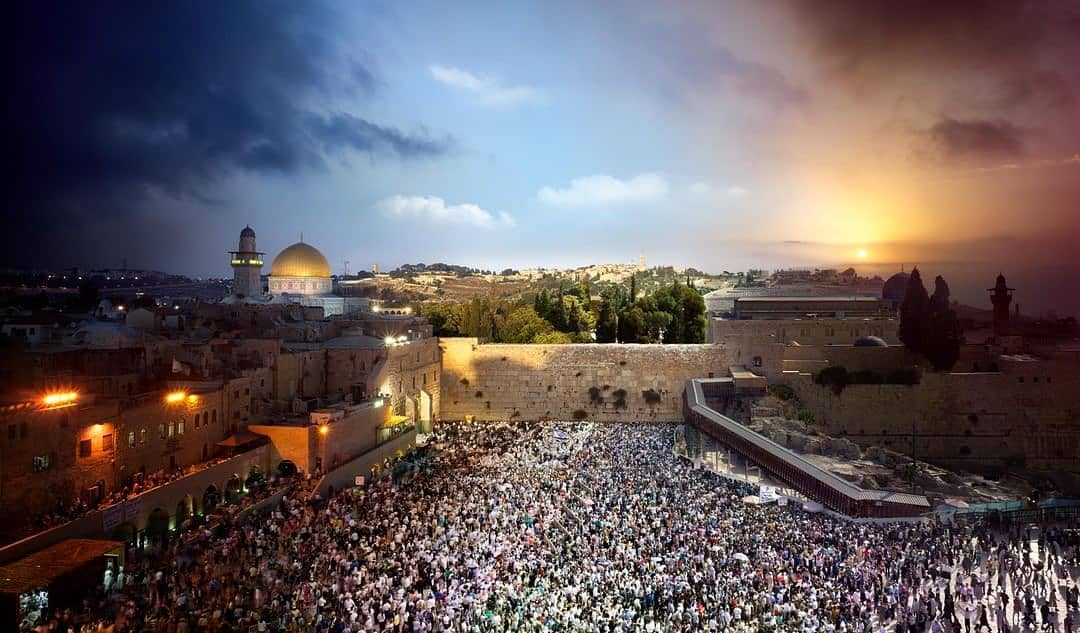 #YomKippur, also known as the Day of Atonement, is the holiest day of the year in Judaism. #VisitIsrael (📷: @swilkesphoto)