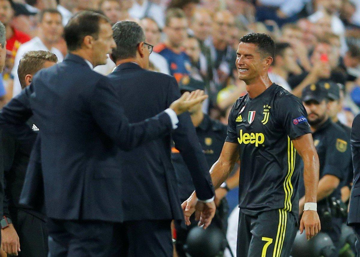 74958fdf2a Cristiano Ronaldo é expulso em estreia pela Juve na Champions e deixa o  campo chorando https