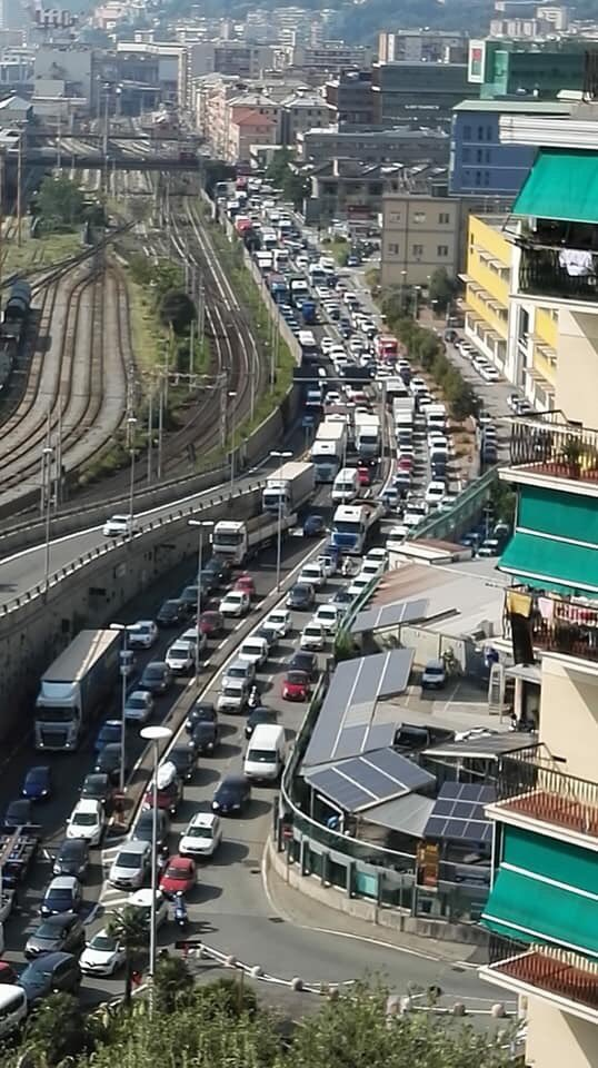 Day 36 #ponteMorandi- la strada per il traffico pesante è stata inaugurata,ma non vi si può accedere- un camion ha perso il carico in strada Guido Rossa,che è stata chiusa- stasera partita,molti dicevano che non era un problema andare a Marassi- domani #salonenautico#Genova  - Ukustom