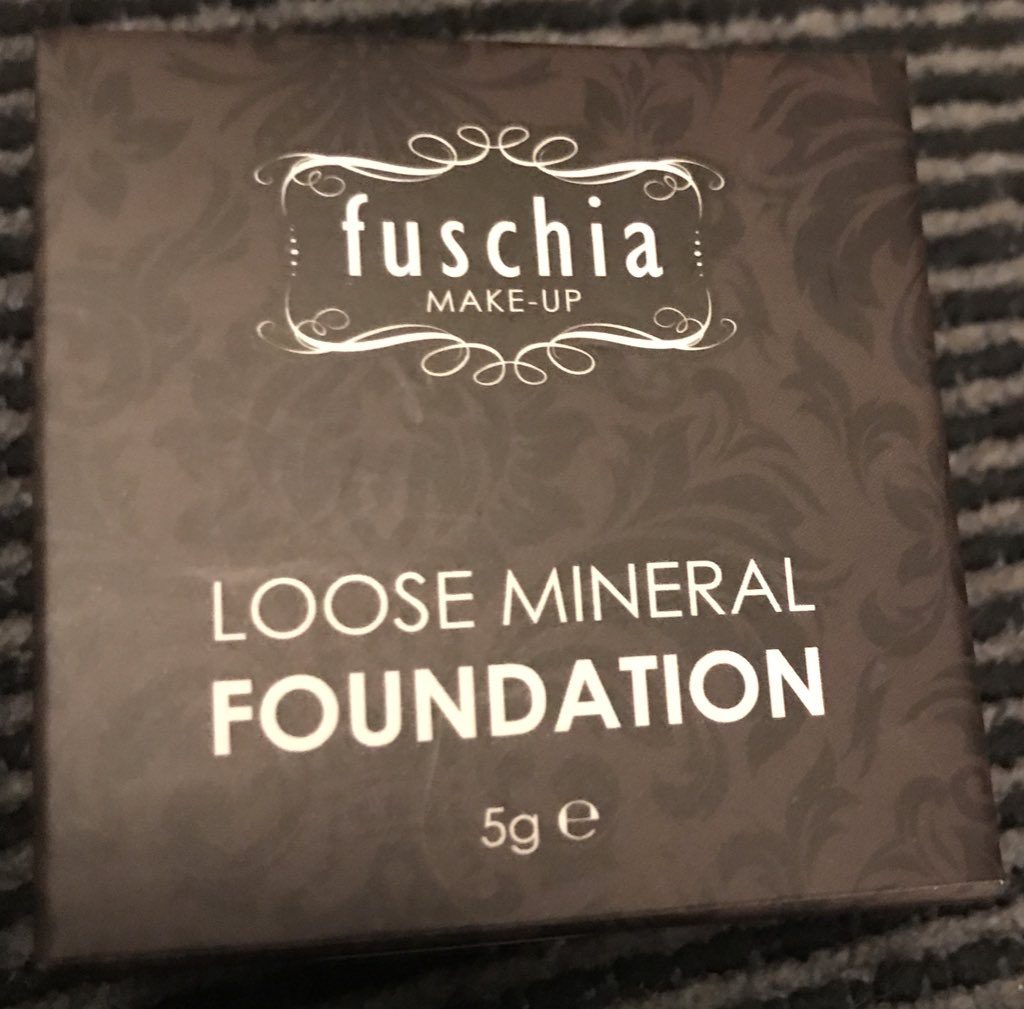 So excited to try my new mineral foundation @FuschiaEffect https://t.co/nT0p8o5ZQn