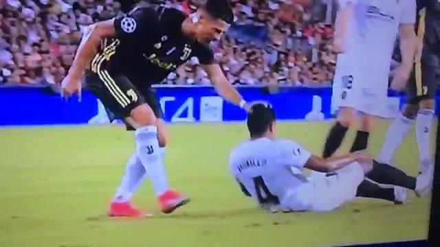 Juventus, vittoria di (doppio) rigore. Cristiano Ronaldo espulso esce fra le lacrime - https://t.co/OrgpIBJ1Z1 #blogsicilianotizie #todaysport