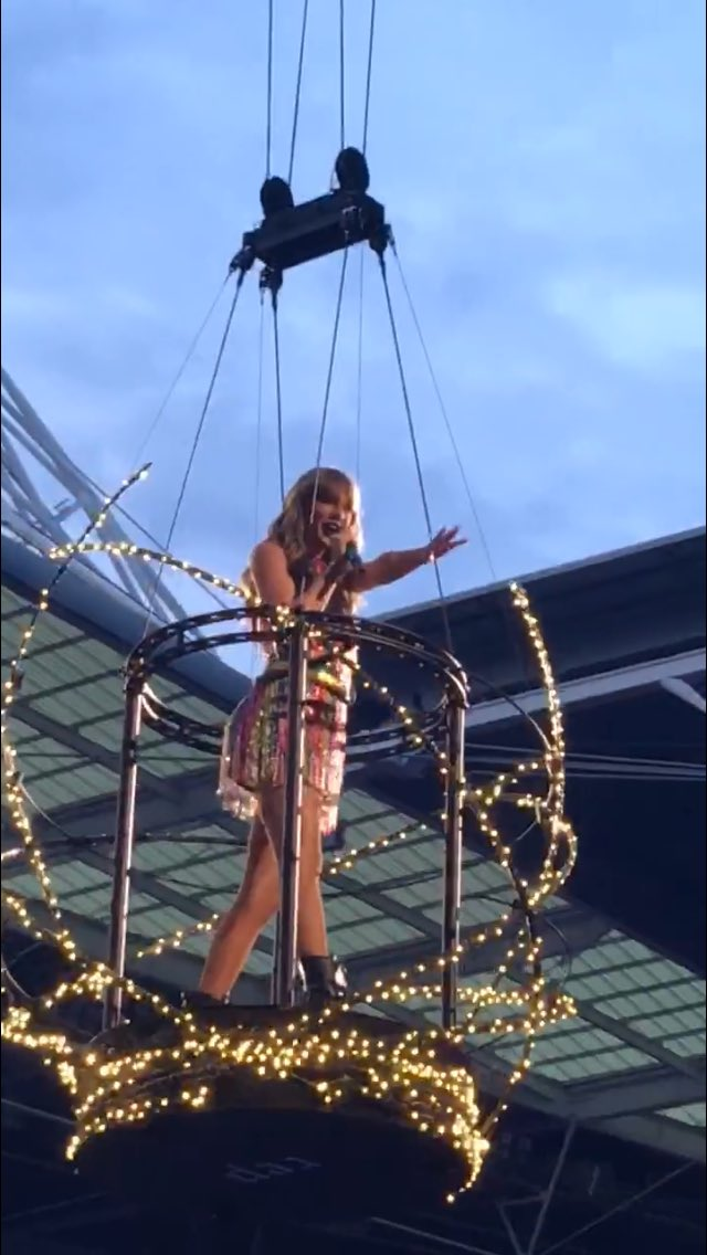 Still can't believe i took this picture and it's not just another one i screenshot-ed from social media. #reptourlondon
