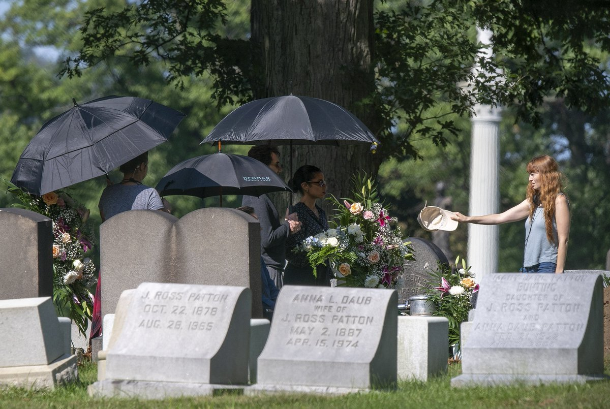 Post Gazette Visuals On Twitter You Are My Friend A Film Starring Tom Hanks As Fred Rogers Filmed A Scene Wednesday At Allegheny Cemetery Stephchambers76 Pittsburghpg Https T Co Rj2bswxvs8 Https T Co Vy6wzcul2a