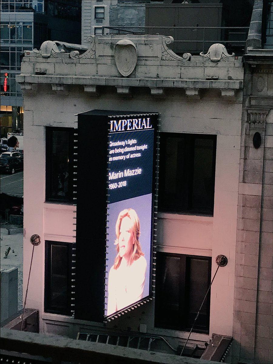 Lights dimmed at 6:45pm. Beautiful to hear #broadway applauding for the incomparable Marin Mazzie tonight. <br>http://pic.twitter.com/xmtf165wuY