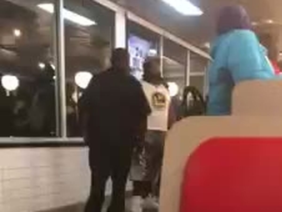 VIDEO: Officer confronts man with live snake in Mississippi Waffle House #wmc5 >>https://t.co/Swm61dA0cg